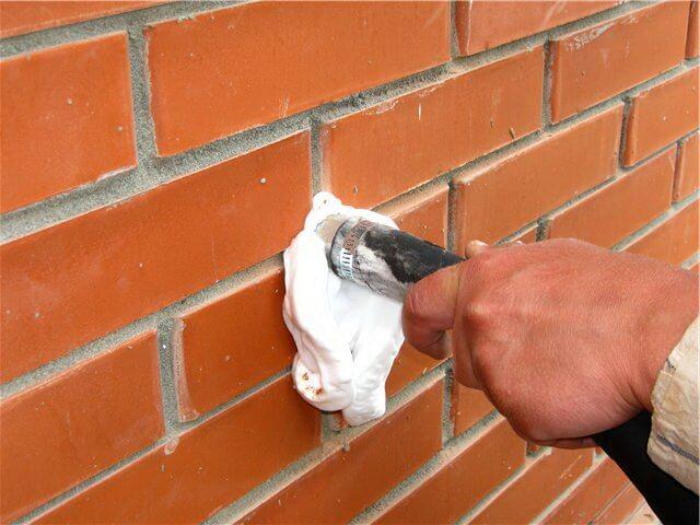 Заливка пеноизола в стены